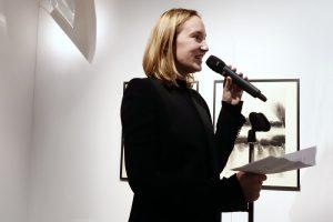Diandra Donecker, Geschäftsführerin von Griesebach, begrüßt die Gäste