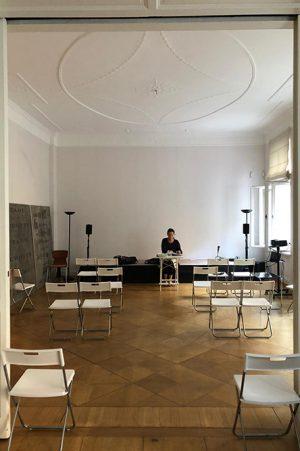 Monika Rinck in der Kunststiftung Folker Skulima